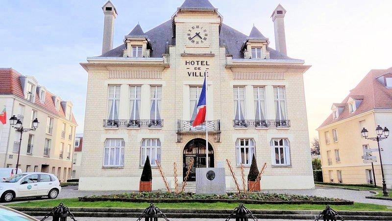 Deuil-la-Barre ayuntamiento (en mi calle)