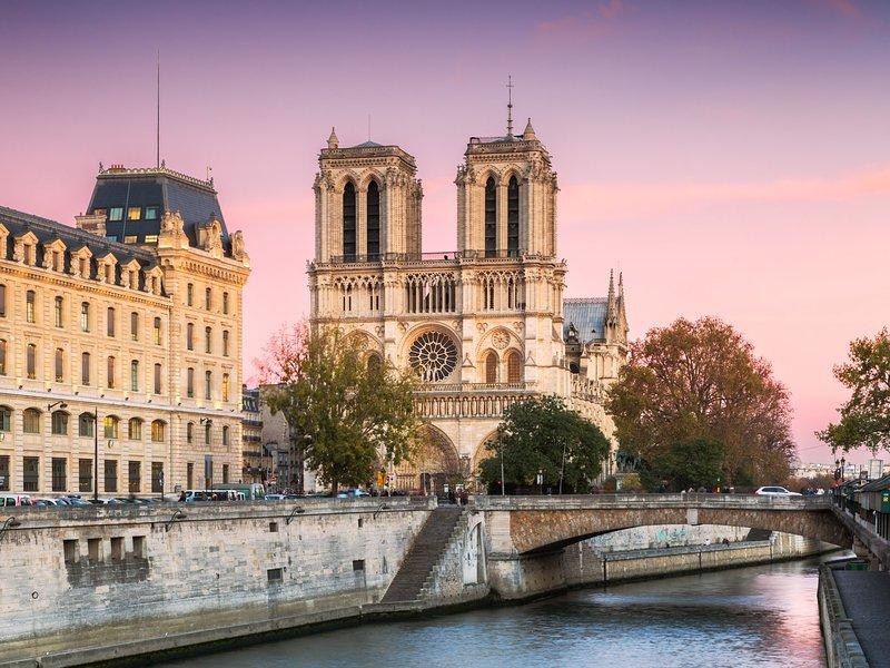 Notre Dame de París, a 25 minutos en transporte