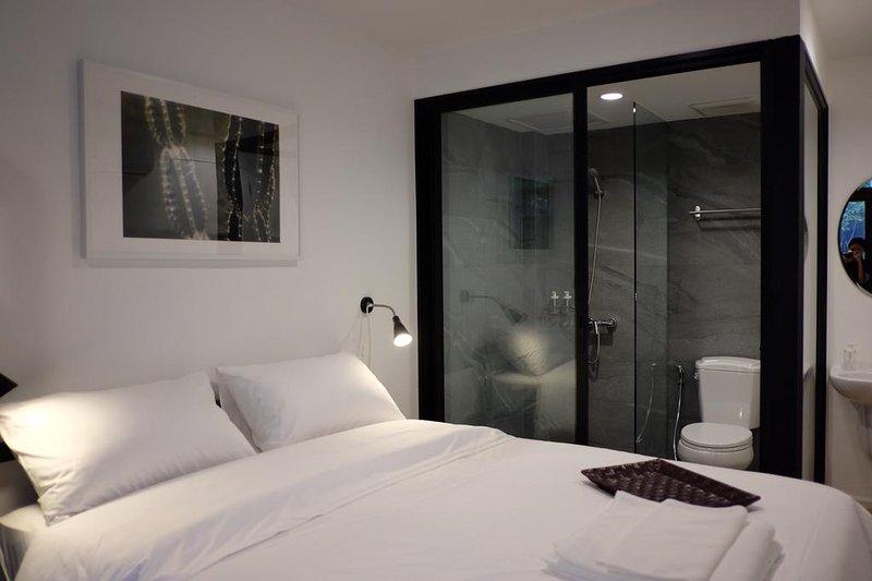 Haus Sathorn 21 (Room 8 w/ Balcony), holiday rental in Phra Pradaeng