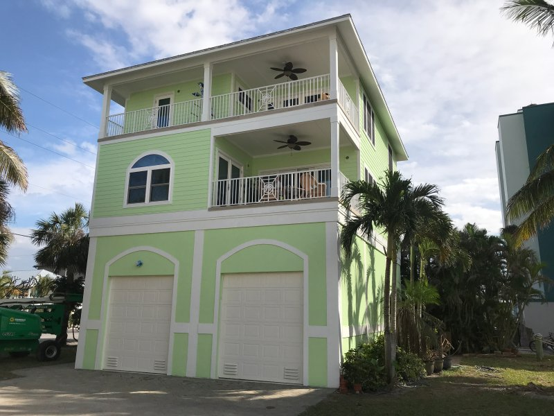 Casa Mia Beach House STR# 20-0043, vacation rental in Fort Myers Beach