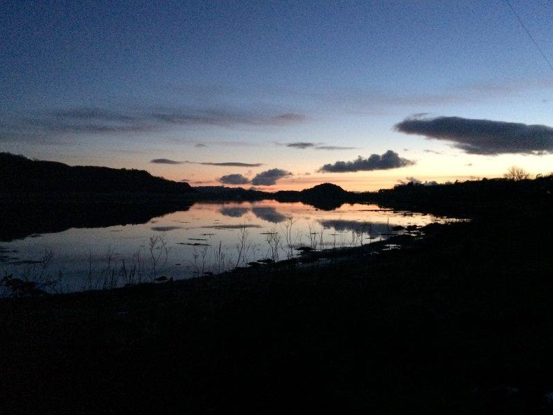 Pôr do sol sobre Loch Craignish.
