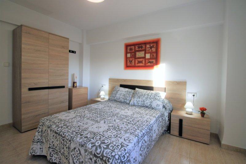 Precioso apartamento en Playa del Postiguet Alicante, aluguéis de temporada em Castell de Castells