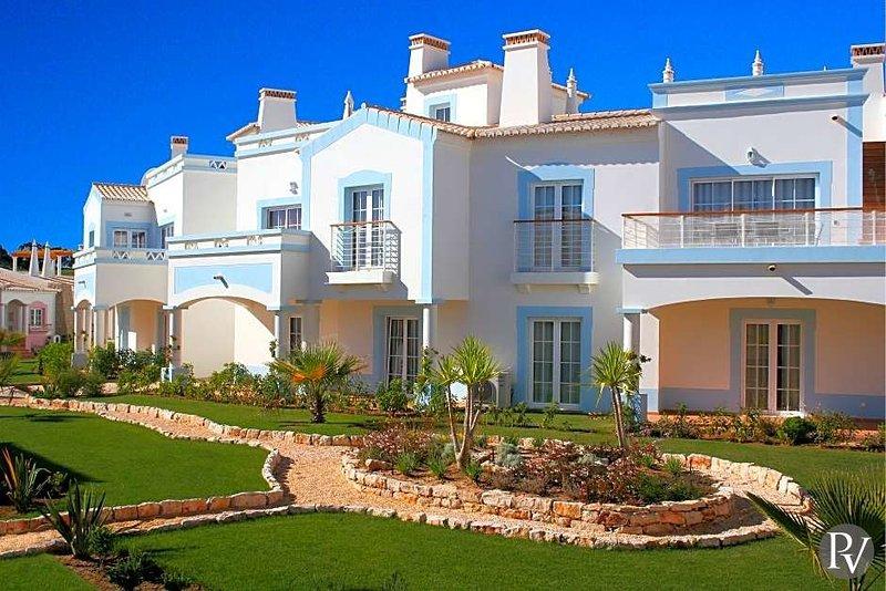 Budens Villa Sleeps 4 - 5433580, Ferienwohnung in Carrapateira