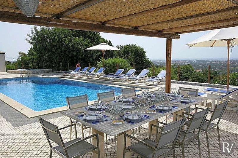 Boliqueime Villa Sleeps 10 with Pool and Air Con - 5433075, location de vacances à Boliqueime