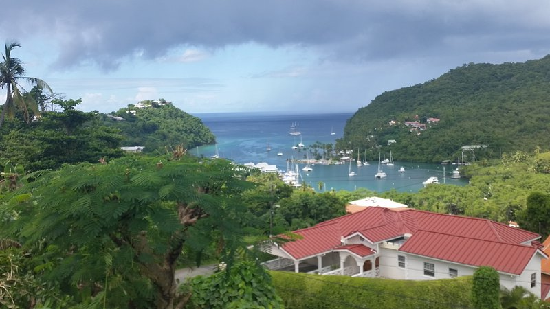 CASA VISTA (1)- SAFE HAVEN/SUPERB VIEWS/RELAX STAY/SEPARATED/SECURED/SANITIZED, aluguéis de temporada em Marigot Bay