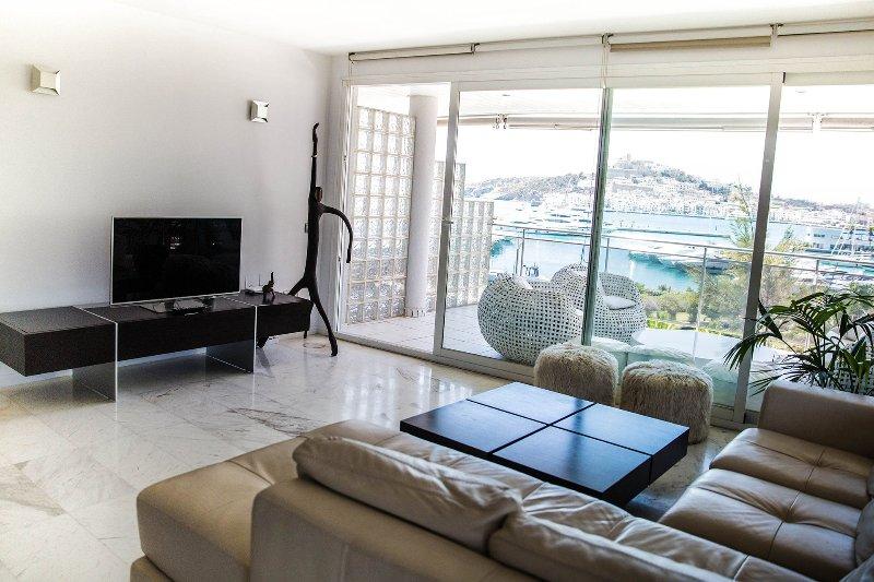 White, holiday rental in Cala Llonga