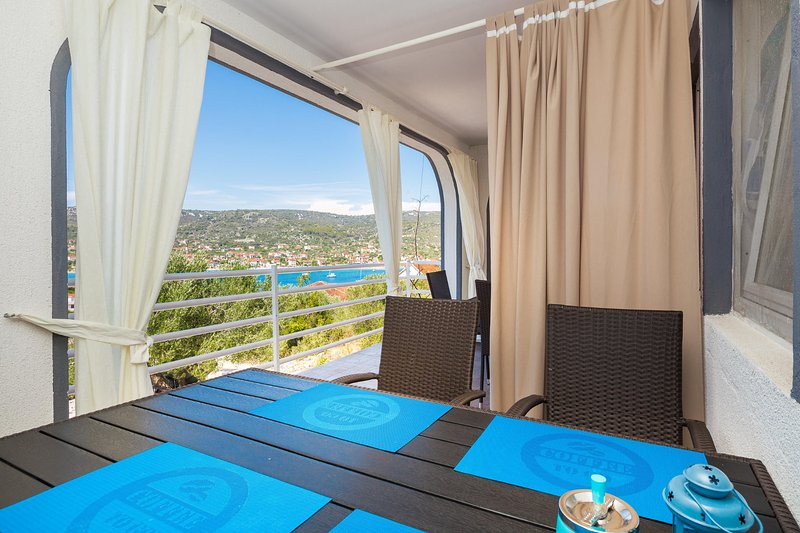 A1 modern apartment with terrace, 3 min walk to beach, vacation rental in Vinisce