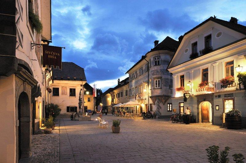 Radovljica des mittelalterliche Altstadt ist eine 10-minütige Fahrt von der Wohnung entfernt.