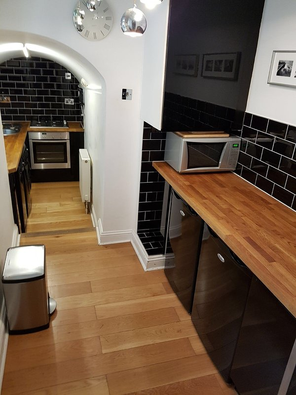 contempory kitchen with all modern appliances including dishwasher, fridge freezer,  etc
