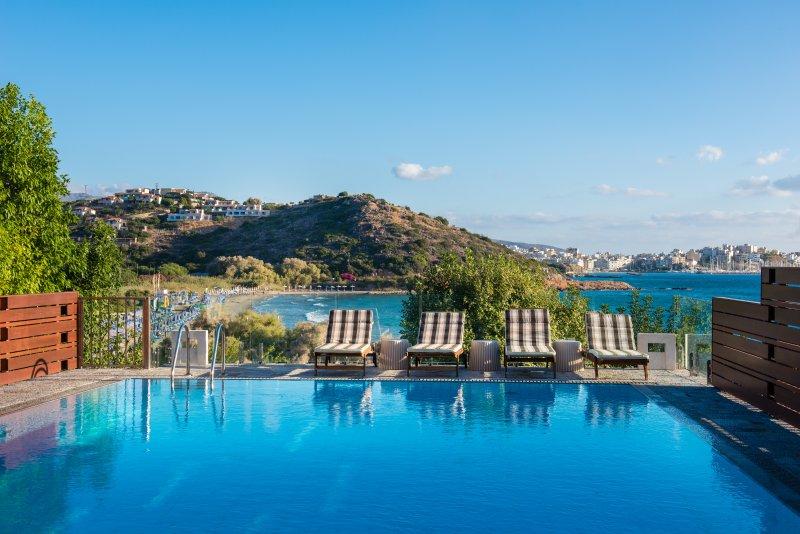 Agios Nikolaos Beach Villa - Easy Beach Access, location de vacances à Agios Nikolaos