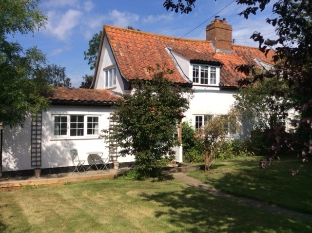 Beautiful cottage with beams and enclosed rear garden, location de vacances à Halstead