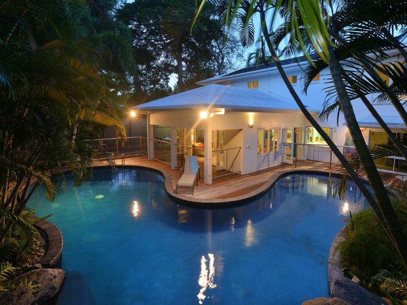 Casa Blanca - 5 Bedrooms, 4 Bathrooms by the Beach, vacation rental in Port Douglas