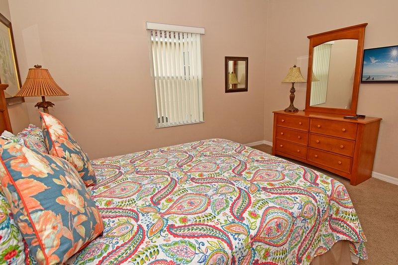 Bedroom 3 showing TV