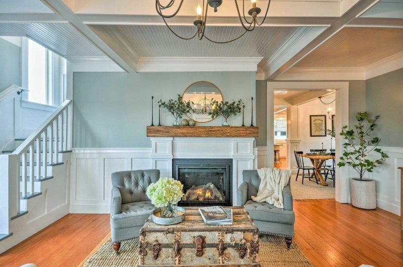 Questa casa di 2.000 piedi quadrati offre fino a 10 ospiti un esclusivo rifugio della West Coast!
