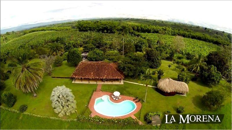 Casa turística para arrendar completa. Hasta 12 pax. 4 hab con baño. Piscina., holiday rental in La Tebaida