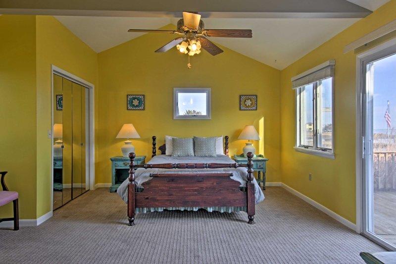 Bunte Schlafzimmer 1 hat ein Doppelbett und eigenem Eingang zum Deck!