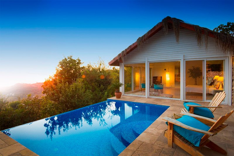 Salkim Evi is a 1 Bedroom Luxury Private Pool, Seaview and Jacuzzi Villa Kalkan, holiday rental in Islamlar