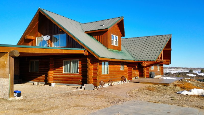 4+ Bedrooms, 4 Bath Cabin with Spacious Loft - Sleeps up to 15, holiday rental in Monticello