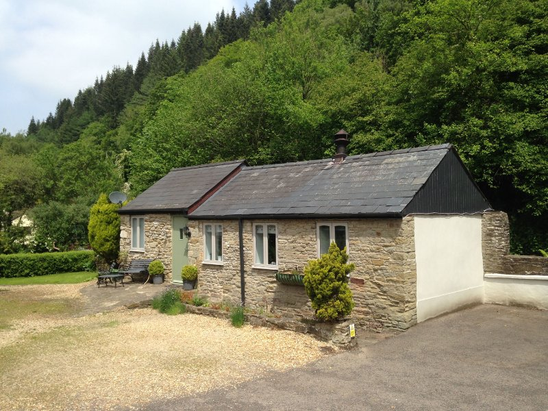 THE GRANARY, in the Forest of Dean, walks and cycle paths, with off road, holiday rental in Forest of Dean