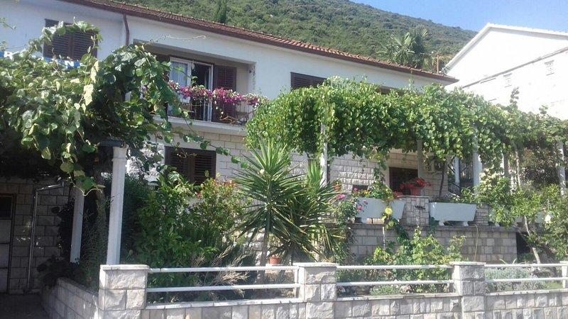 Studio apartment 4199-5 for 4 Pers. in Trpanj, alquiler vacacional en Trpanj