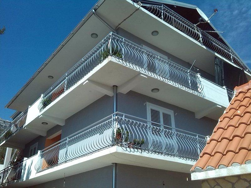 Ferienwohnung 585-3 für 8 Pers. in Kaštel Sucurac, location de vacances à Kastel Sucurac