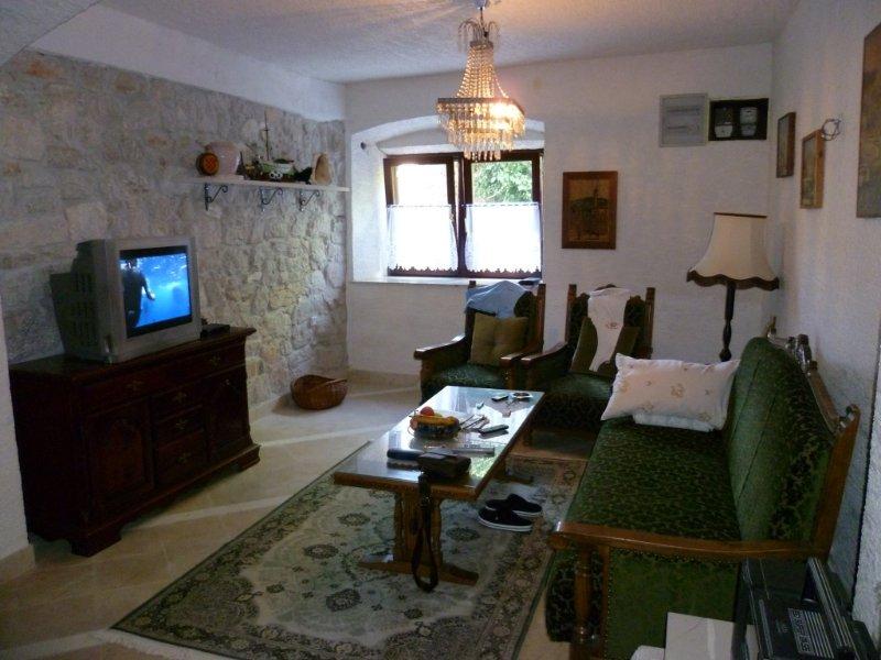 Ferienwohnung 3813-2 für 4+4 Pers. in Zlarin, vacation rental in Jadrija