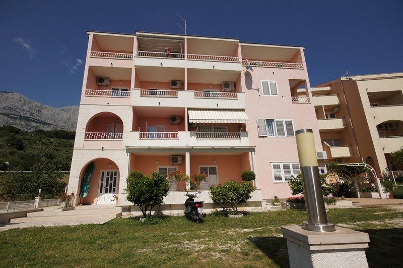 Ferienwohnung 210-1 für 4 Pers. in Tucepi, vacation rental in Tucepi