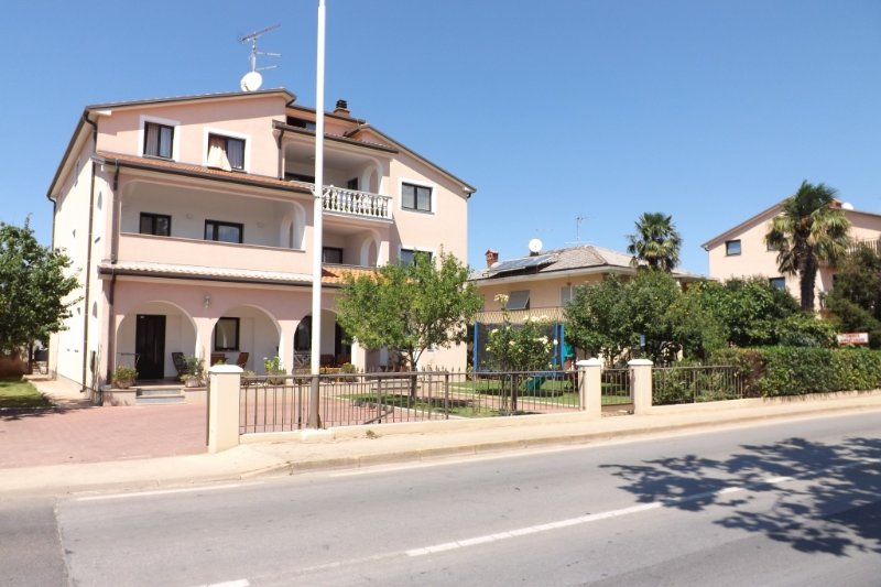 Apartment 853-1 for 3+1 Pers. in Umag, location de vacances à Finida