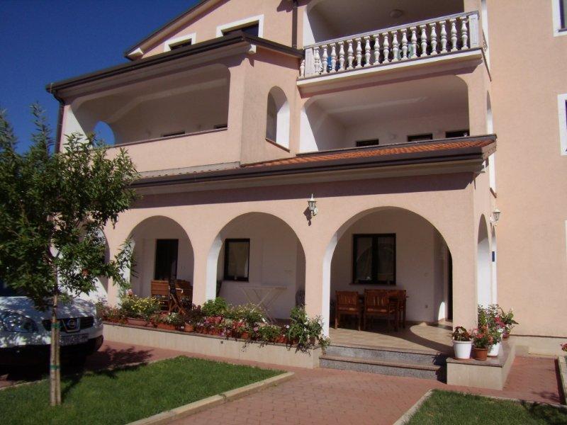 Apartment 853-2 for 2+3 Pers. in Umag, location de vacances à Finida