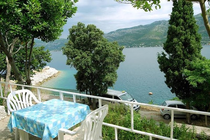 Ferienwohnung 3714-1 für 2+1 Pers. in Korcula, vacation rental in Medvinjak