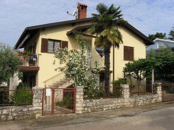 Apartment 3663-2 for 4+1 Pers. in Novigrad, aluguéis de temporada em Novigrad