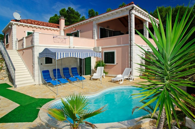 Holiday Home 39-1 for 7 Pers. in Tri Porte (Potirn, holiday rental in Blato