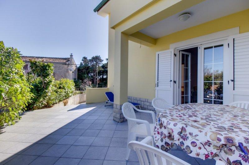 Ferienwohnung 3587-1 für 2+2 Pers. in Nerezine, vacation rental in Nerezine