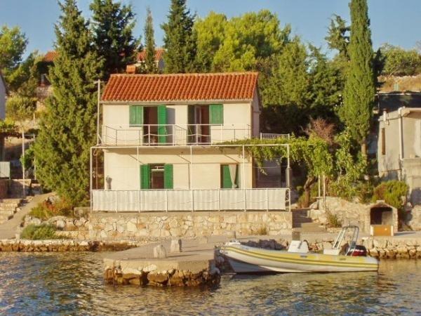 Robinsonhaus 3467-1 für 8 Pers. in Žut, holiday rental in Kornat Island