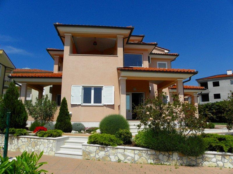 Apartment 3352-29 for 7 Pers. in Premantura, holiday rental in Premantura