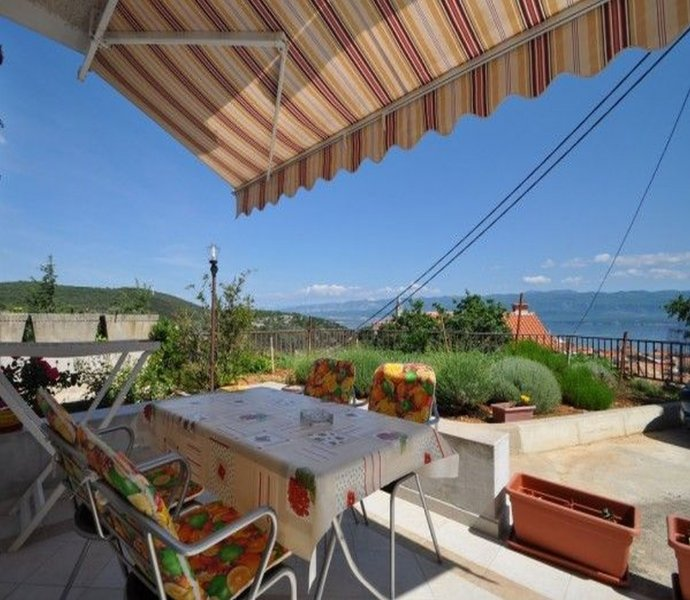 Apartment 879-2 for 4+2 Pers. in Vrbnik, casa vacanza a Risika