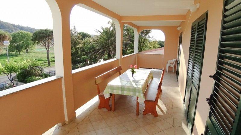 Apartment 893-1 for 6+3 Pers. in Lopar, aluguéis de temporada em Lopar