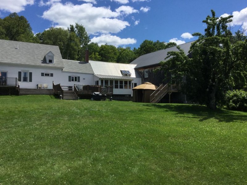 The Farm at Worthley Pond, Private Beach & Wedding Barn, vacation rental in Farmington