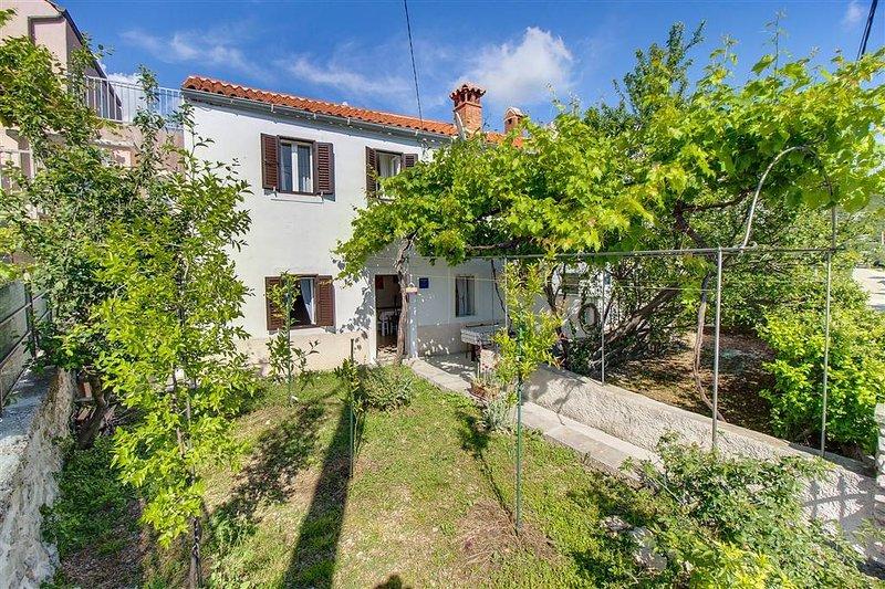 Ferienhaus 66-1 für 4+2 Pers. in Miholašcica, holiday rental in Stivan