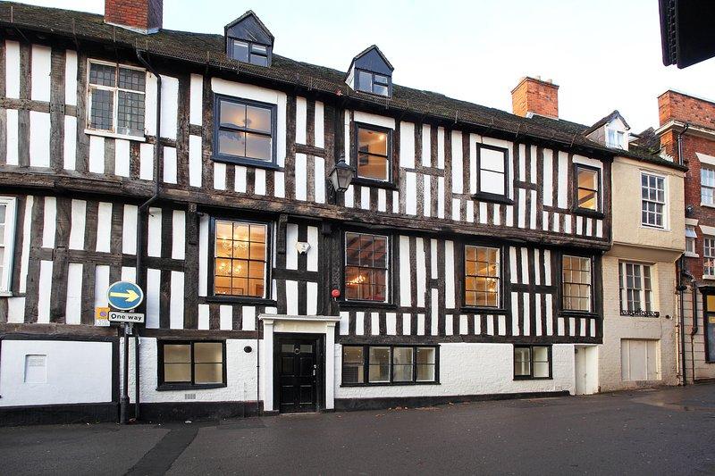 Windsor Place House, Stunning Tudor Mansion in Central Shrewsbury, location de vacances à Hadnall