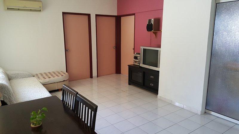 Basic & Cozy Home (near SPICE Arena) Penang, casa vacanza a Bayan Lepas