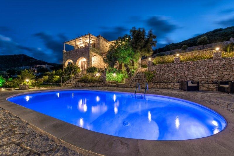Armos Seaview Luxury Villa, Skinaria Zante, aluguéis de temporada em Skinaria