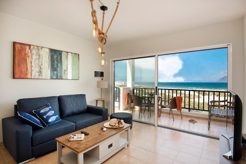 Famara Views, two bedrooms and terrace facing the ocean, aluguéis de temporada em Famara