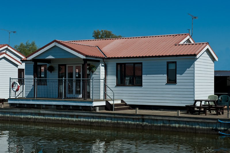 Coot Cottage, holiday rental in Ludham