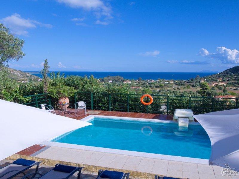 Kato Kateleios Villa Sleeps 8 with Pool and Air Con - 5228167, vacation rental in Katelios