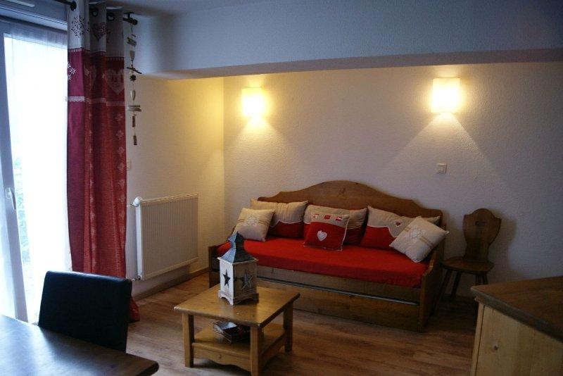 Appartement Cauterets, 6 personnes, Piscine, 500m du télécabine du Lys, Ferienwohnung in Cauterets