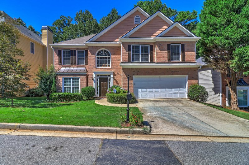 Surprising Beautiful Home In The Heart Of Atlanta Has Secure Parking Interior Design Ideas Tzicisoteloinfo