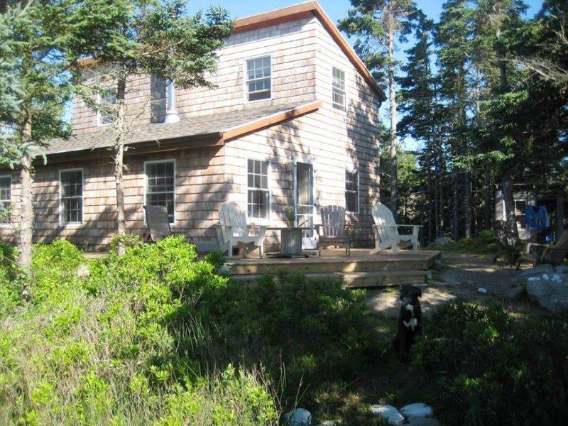 Potrete rilassarvi sulla terrazza a Bramble Lane, vicino al mare nel Port L'Hebert, Nuova Scozia