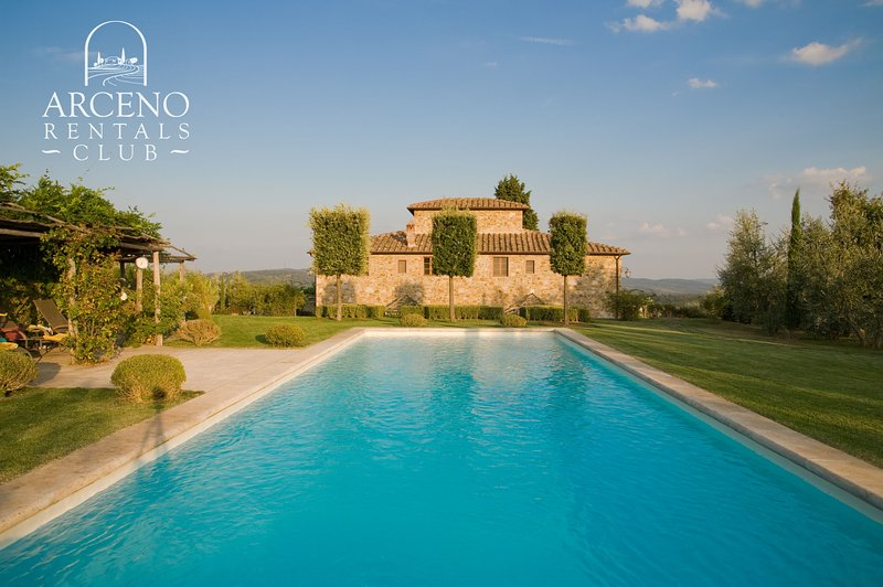 CAMPARONE, Magnificent Tuscan Villa in Chianti, Pool, Concierge, Wine & Oil, location de vacances à San Gusme