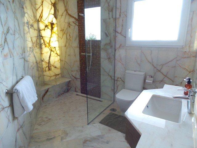 guest room en suite